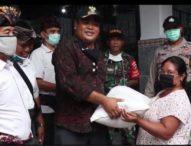 Di Tengah Mewabahnya Covid-19, Banjar Padangsumbu Tengah Bagikan Sembako Bagi 123 KK