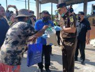 Bantu Masyarakatnya Terdampak Covid-19, Kejati Bali Bagikan 600 Pekat Sembako