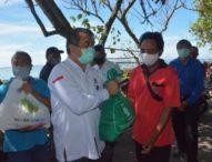 Sinergi Pemkot Denpasar Serahkan 272 Sembako Kepada Nelayan Terdampak Covid 19
