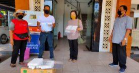 Disperindag Denpasar Serahkan Bantuan Face Shield ke Pedagang Pasar Rakyat