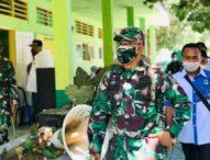 Tinjau Vaksinasi Di Solor, Dandim Flotim Ingatkan Warga Selalu Patuhi Prokes