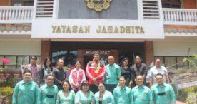 Mahasiswa FISHUM Universitas Ngurah Rai Sabet Medali Perunggu dan Emas di PON XX Papua