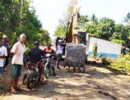 PT MIP Siap Maniskan Jalan Propinsi Di Solor